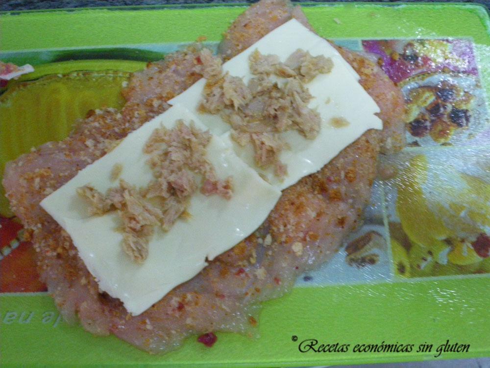 Pechuga de pollo rellena con pan rallado