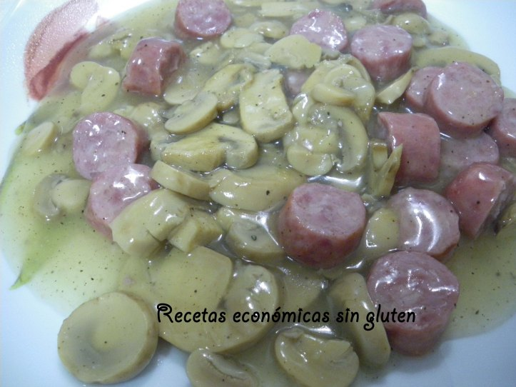 Salchichas en salsa